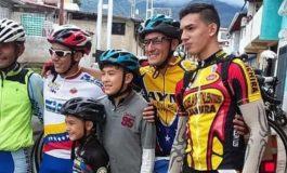 Familia venezolana emigró con destino a la Argentina en bicicleta