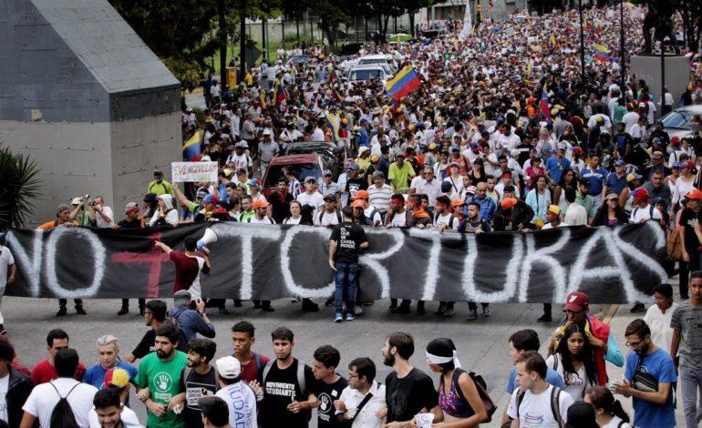 Guaidó advierte que para 2020 el éxodo alcanzará los ocho millones