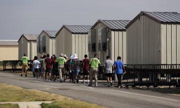 Corte permite a gobierno de EEUU rechazar pedidos de asilo