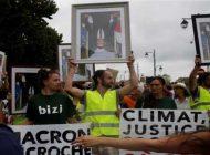 Retratos de Macron boca abajo en protesta en Bayona contra G7
