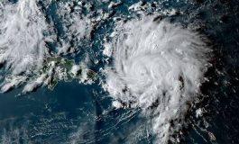 """El """"monstruoso"""" huracán Dorian golpea las Bahamas y amenaza a Florida"""