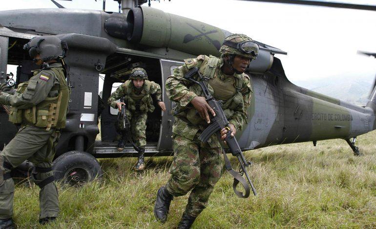 """Colombia en """"alerta máxima"""" por ejercicios militares de Venezuela"""