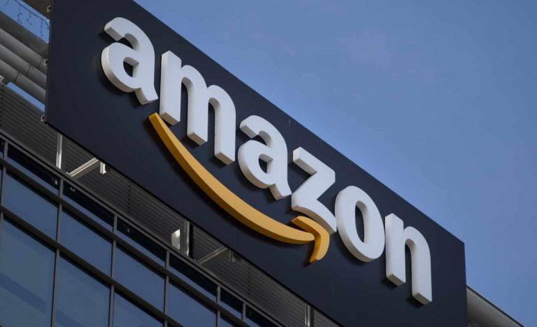 Amazon enfrenta reacción online en China por camisetas con eslóganes prodemocracia