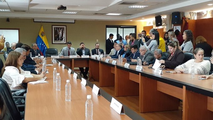 """""""El Parlamento está de pie y avanza"""": Guaidó instaló este jueves su Comisión Delegada"""