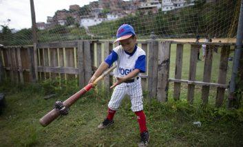 Crisis generalizada golpea al béisbol infantil en Venezuela