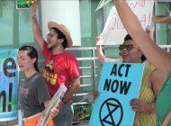 Protestan por el Amazonia a las afueras de la embajada de Brasil en Miami