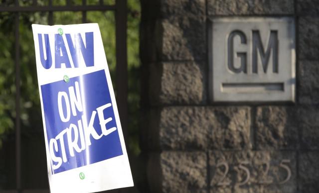 General Motors enfrenta su primera huelga en 12 años en EEUU