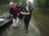 Tormenta tropical Imelda deja al menos dos muertos y docenas de atrapados en Texas