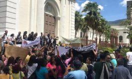 Maestros venezolanos entregaron documento a la AN exigiendo mejoras salariales