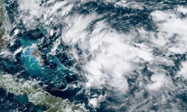 Humberto se alejó de Bahamas y avanza por el Atlántico con vientos reforzados