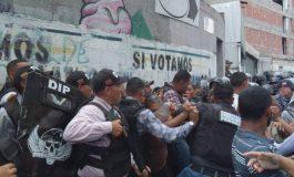Familiares de los detenidos en la PNB de Boleíta en Caracas exigen conocer el estado de sus parientes