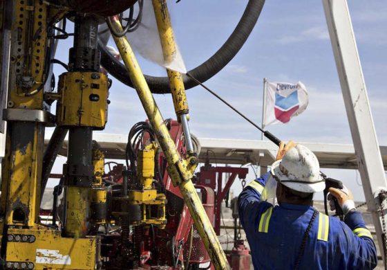 Chevron aumenta la producción en Venezuela en medio de sanciones de EEUU
