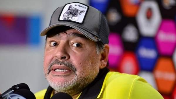Maradona es el nuevo director técnico del club argentino Gimnasia de la Plata