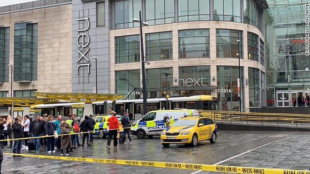 Varias personas fueron apuñaladas en un centro comercial de Mánchester