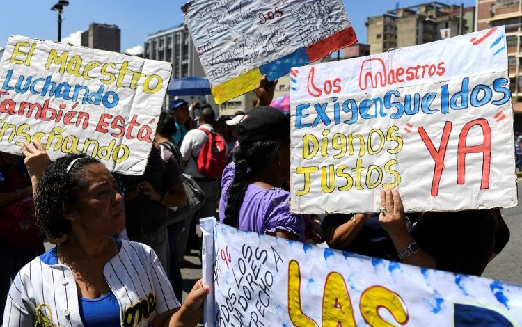 Docentes venezolanos celebrarán su día en una protesta nacional