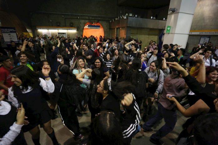 Piñera decreta estado de emergencia en Santiago tras fuertes protestas