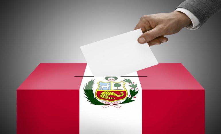 Perú inicia carrera presidencial con candidatura de exjugador de fútbol que lidera sondeos