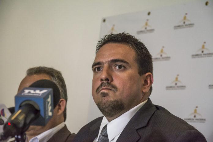 Stalin González: No vamos a avanzar en la designación del CNE sin una negociación con el Psuv