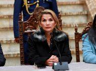 Presidenta interina de Bolivia suspende un viaje por amenazas contra su vida