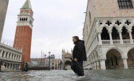 Se inunda Venecia mientras la marea sigue creciendo
