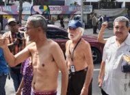 """""""Nos queremos morir de viejos, no de hambre"""": jubilados y pensionados protestan contra la dictadura"""