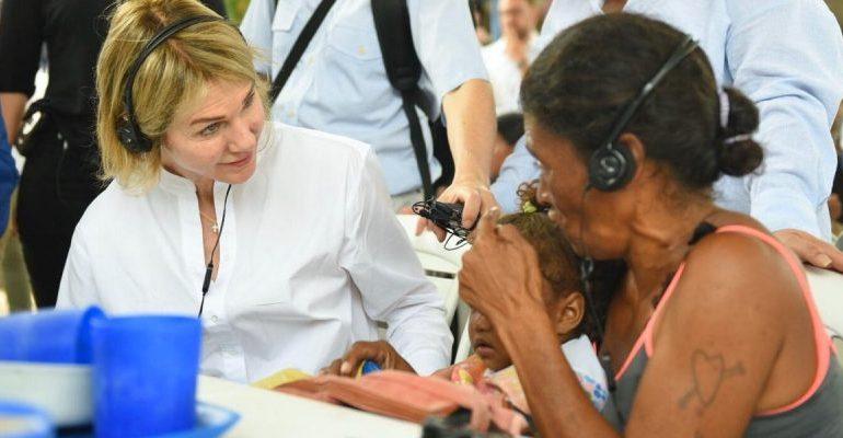 La embajadora de EEUU ante la ONU visita a venezolanos en Cúcuta