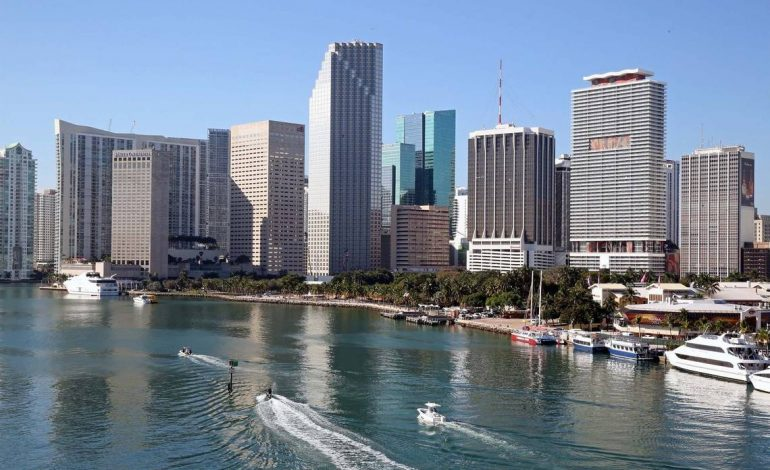 Con esta cifra anual podrás vivir feliz en Miami