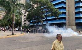 Funcionarios del régimen reprimieron con lacrimógenas en la Candelaria