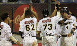 Leones del Caracas se llevó el primer duelo entre eternos rivales