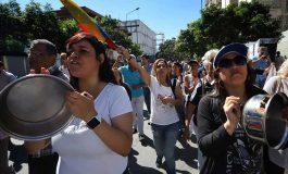 Régimen de Maduro arremetió contra caraqueños que estaban protestando