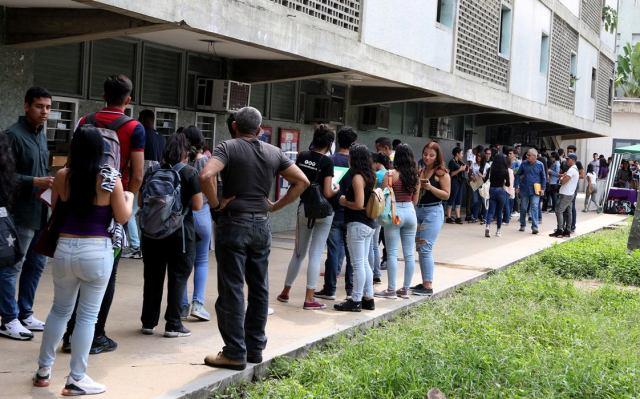 Estudiantes universitarios gastan hasta 30 mil bolívares en pasaje en Venezuela