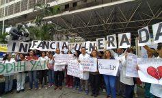 Personal médico y padres de pacientes del J.M de los Ríos protestaron por derecho a la salud