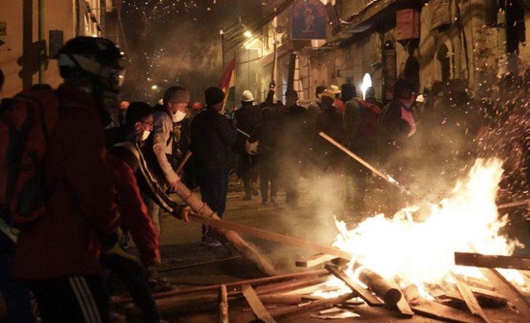 La Paz vivió otra noche de protestas cerca de la sede del Gobierno