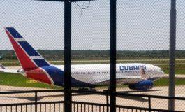 Primer grupo de médicos cubanos llega a La Habana evacuado desde Bolivia