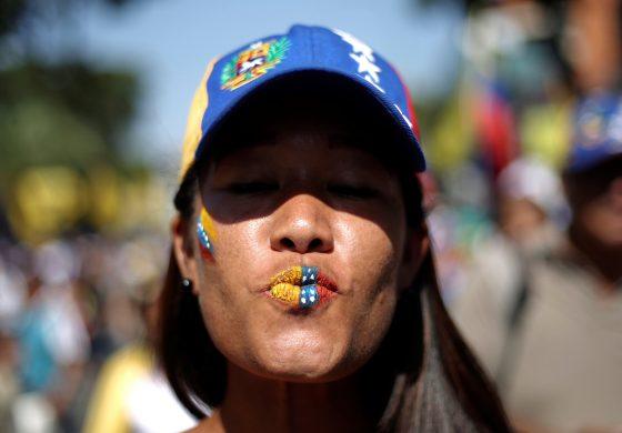 Estudiantes del Miami Dade College recaudaron fondos para ayudar a venezolanos