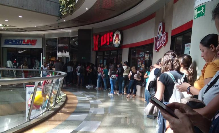 """Testimonios del """"Black Friday"""" venezolano: un año de ahorro para poder comprar unos zapatos"""