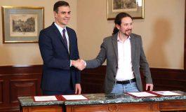 Sánchez firma acuerdo con Podemos para formar Gobierno en España