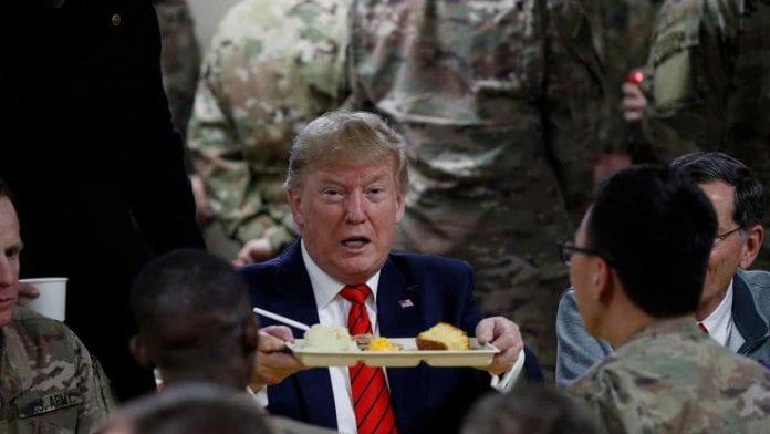 Trump visitó Afganistán y anunció reanudación del diálogo con los talibanes