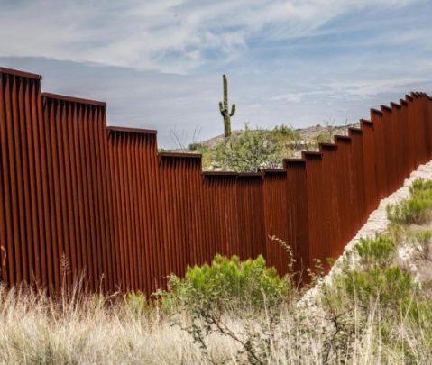 Juez de EEUU bloqueó $ 3 mil millones para muro con México
