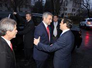 Mario Abdo se transforma en el primer mandatario en visitar la Embajada de Venezuela en EEUU