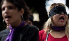 """AFP: Lo que pasa en Venezuela con """"Un violador en tu camino"""""""