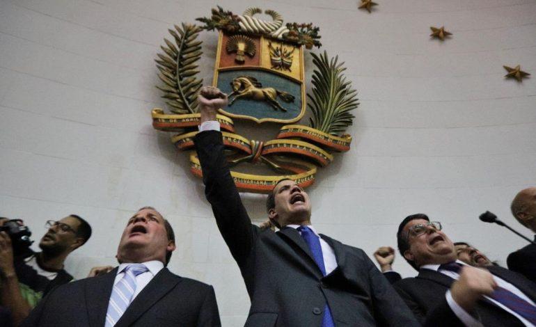 Diputados vuelven a investir a Juan Guaidó como Presidente (E) de Venezuela