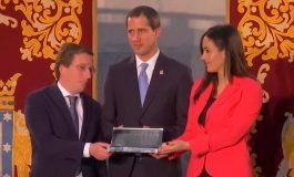 Guaidó recibe las llaves de la ciudad de Madrid de la mano del alcalde