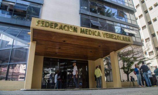 """Alertan sobre la mortalidad del personal sanitario venezolano en la """"guerra campal"""" contra el Covid-19"""