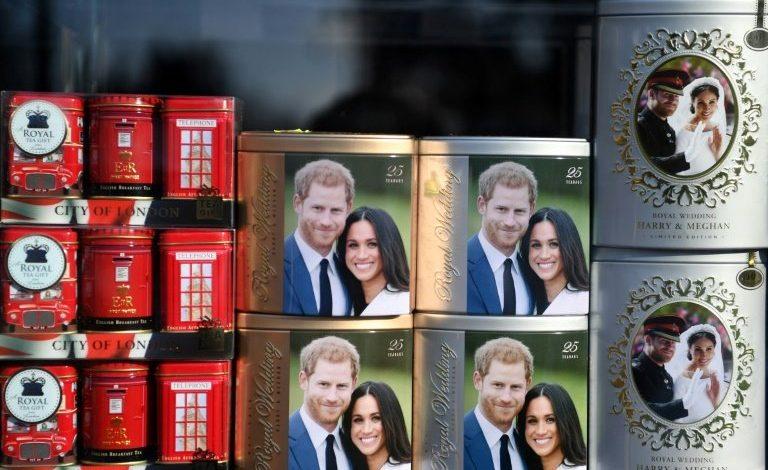"""Meghan abandona el Reino Unido mientras la monarquía británica busca """"soluciones"""""""