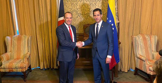 """Reino Unido promete trabajar para que """"se rindan cuentas"""" por la crisis humanitaria en Venezuela"""