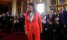 Delcy Rodríguez le robó a los venezolanos 400 mil euros para viajar en el Falcón 900LX