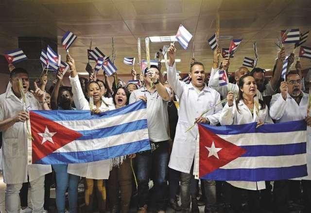 En Bolivia un grupo de cubanos simulaban ser unos eminentes médicos pero eran santeros