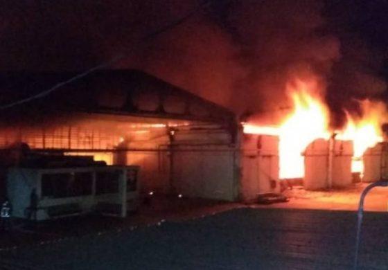 "Régimen madurista denuncia ""ataque terrorista"" por incendio en un almacén de Cantv y Movilnet"