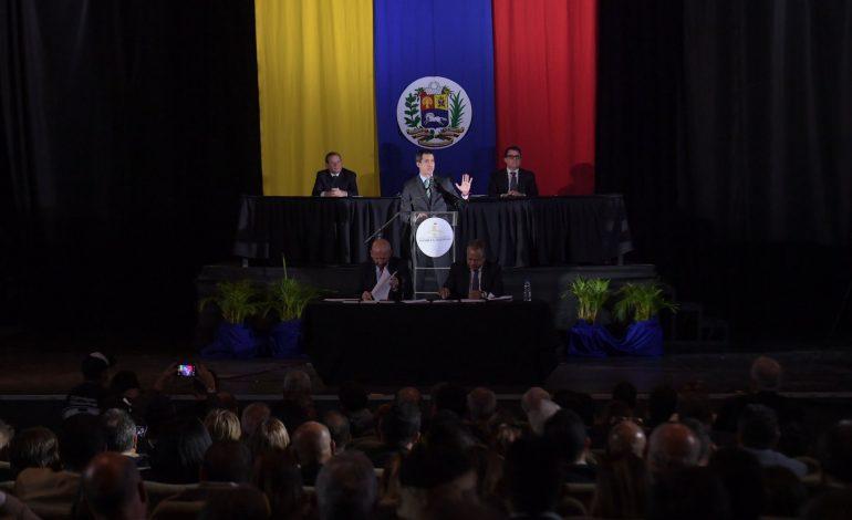 Guaidó entregó reconocimientos a periodistas agredidos en Maiquetía